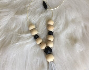 Duo gift birthstone necklace, breastfeeding and Babywearing raw wood and silicone teething rattle type Montessori - mottled feather