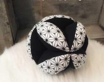 Ball of grasping baby inspired by Montessori - motor fine natural toy - black and white collection-fabric balloon