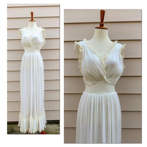 Vintage Ivory Nettie Rosenstein Nightgown / 36