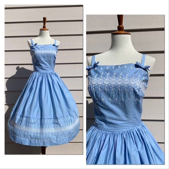 1950s Junior Towne Embroidered Dress / Blue / Smal