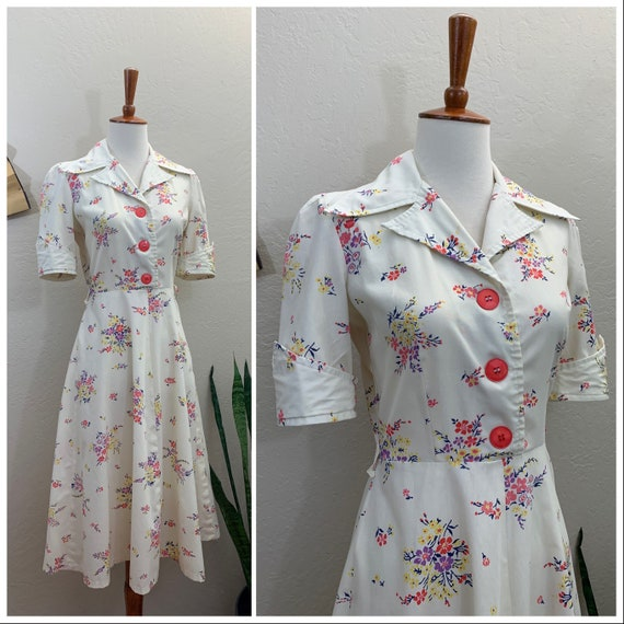 1970s Floral Shirt Dress / Small