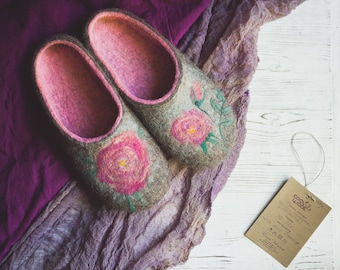 Felted slippers with Roses - handmade wool slippers with flowers - eco home shoes - sheep clogs - natural wool slippers - women shoes gift