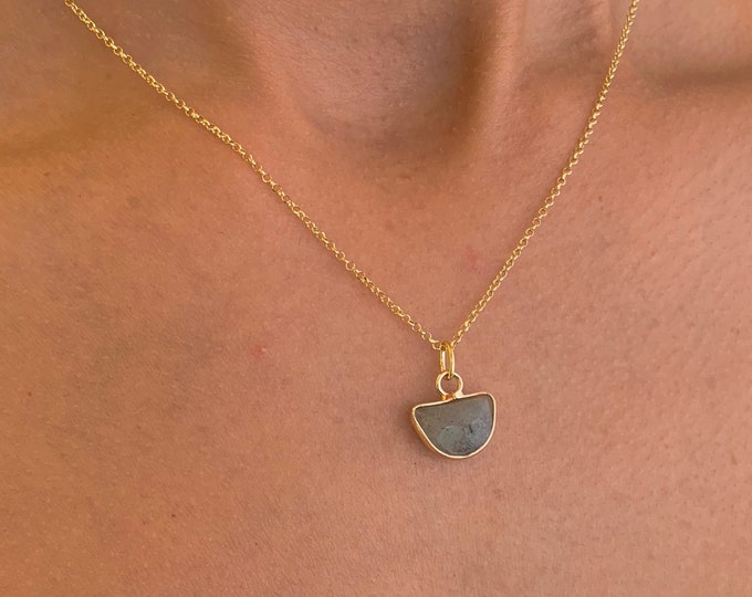 Gold Labradorite Pendant Necklace For Women - Dainty Labradorite Gemstone Jewelry To Gift For Her