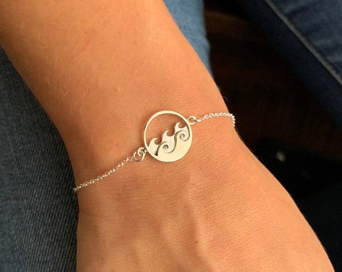 Silver Ocean Wave Charm Bracelet For Women - Dainty Sea Wave Jewelry - Minimalist Surfer Bracelet To Gift For Her