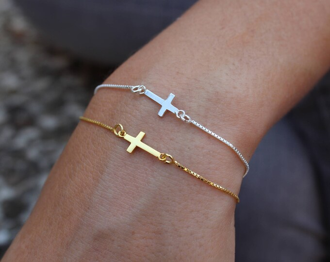 Gold Cross Charm Bracelet For Woman - Sterling Silver Cross Jewelry To Gift For Her - Minimalist Cross Bracelet