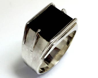 Sterling silver vintage hand crafted black onyx mens ring.