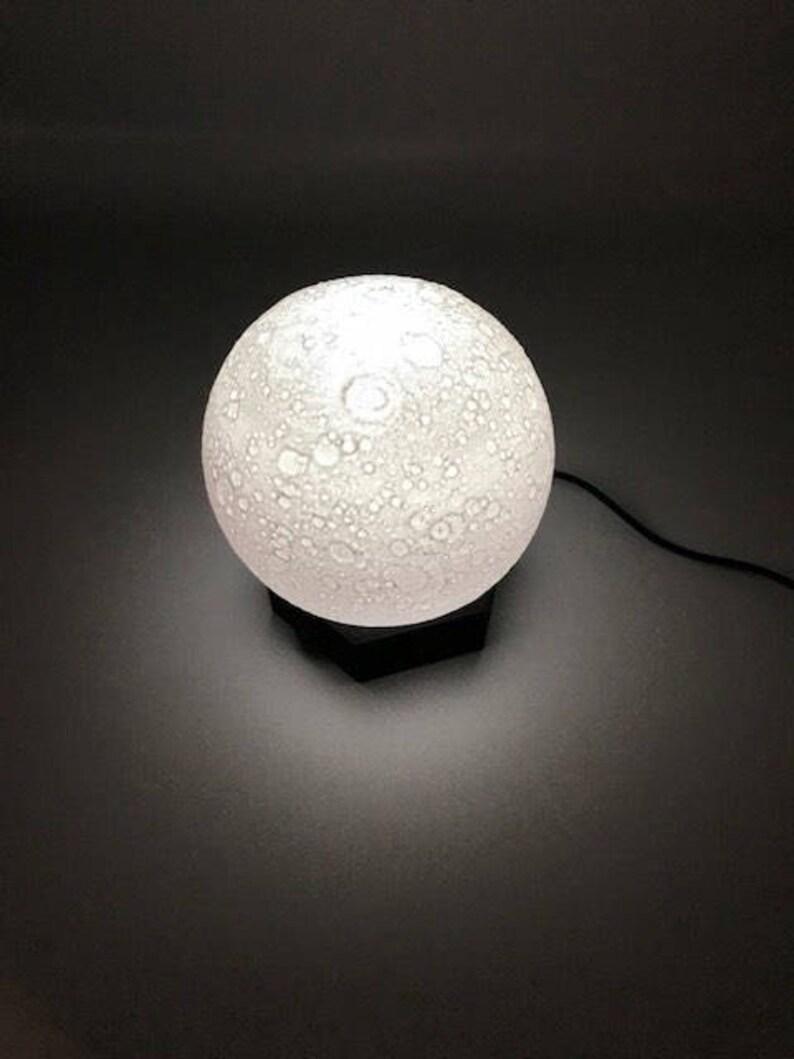 Amateurs SolaireOu De Votre Globe Chambre Lune Idéal Sur Les Table Pour Bureau Lampe Le Led Thème La Qui Système D'enfant T1JclFK