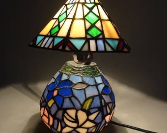 Imitatie Tiffany Lampen : Tiffany tafellamp vlinder ≥ hoge tiffany lamp glas in lood