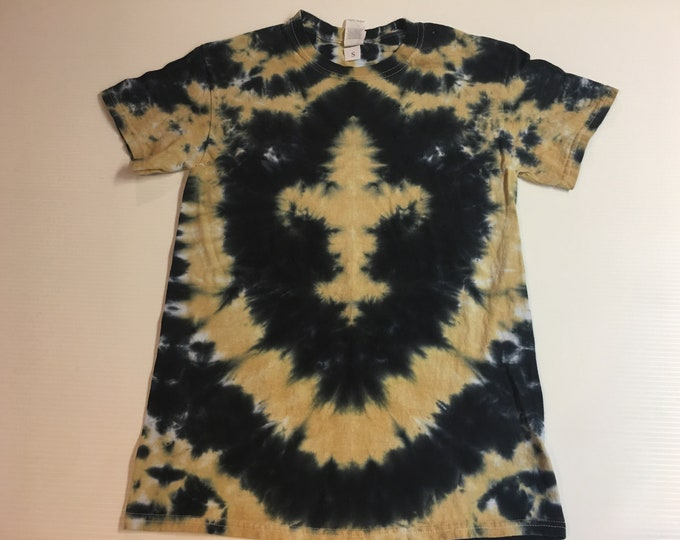Black and Gold Fleur de Lis Tie Dyed Tee size small