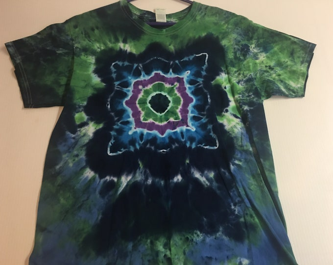 Tie dyed mandala tee shirt Large