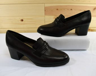 Mootsies Tootsies Vintage 80s Brown Leather Heeled Slip on Loafers Size 7.5