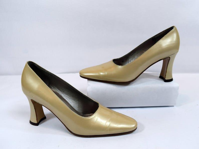 aeaa54a21fa6 Saks Fifth Avenue Vintage Beige Leather Minimalist Pump Heels
