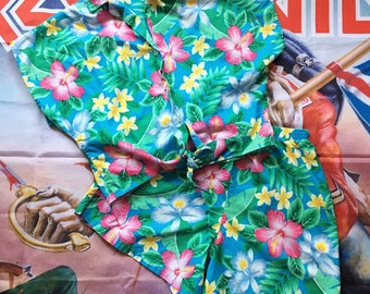 d296782ebec4a Vintage 80s Hawaiian Two Piece Set // Top and Bottom // Top and Shorts //  Floral 2 Piece // Crop Top // High Waisted Shorts // Matching Set