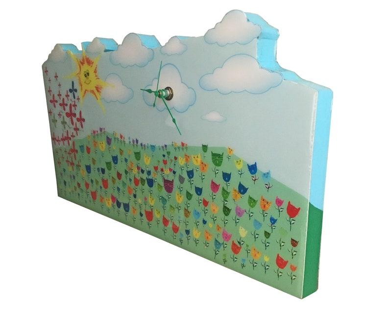 Chats dans une horloge murale de pré/fantasque/nuages et pelucheux/handmade/décoratif/artwork d'enfant/décor de maison/dessins d'enfant/pépinière/bois massif