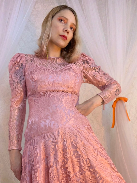 Dusty rose lace puff sleeve dress - image 4