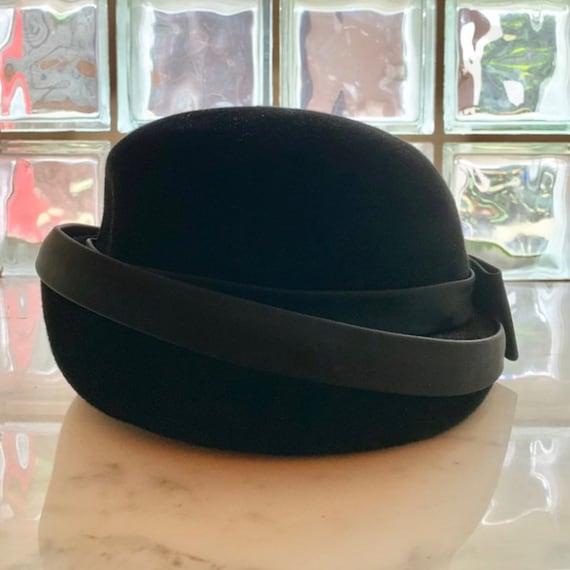 Black velvet 60's bow hat