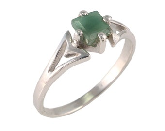 Emerald 92.5 sterling silver ring size 7 us