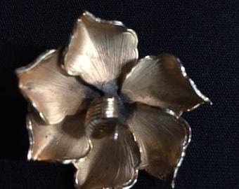 Vintage Signed Giovanni flower brooch - Beautiful
