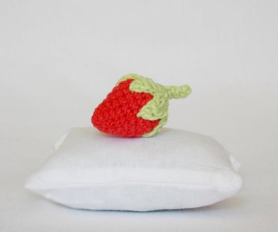 crocheted strawberry keychains | Узор для вязания крючком, Вязаные ... | 476x570