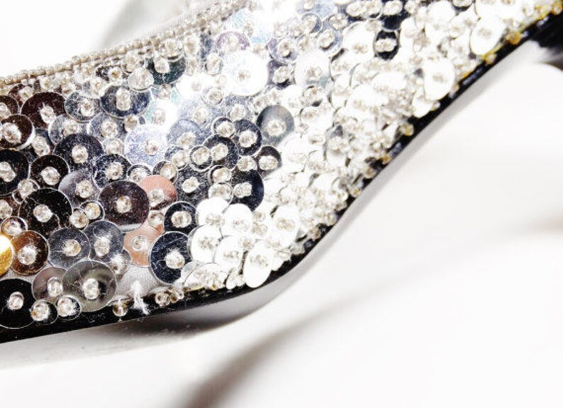 f8d729a297489 Vintage Silver Sequin Heels - Skodan Size 7.5 WW - Evening Shoes - Pumps  Ask a question
