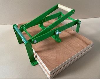 19 x 12,5 inch-size hand lino press, lino cut press, heavy duty, steel. Color: RAL 6017 green