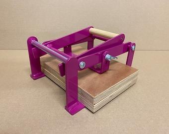 A5-size (junior legal+) hand lino press, lino cut press, heavy duty, steel, powdercoated purple (ral 4006)