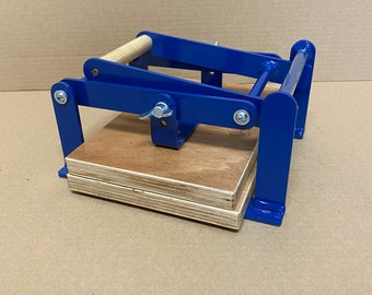 A5-size (junior legal+) hand lino press, lino cut press, heavy duty, steel, powdercoated blue (ral 5010)