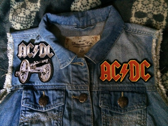 SAXON Logo Embroidered Heavy Metal Sew On Iron On Jacket Patch 4.8/""