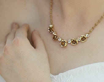 Wedding necklaces with flowers