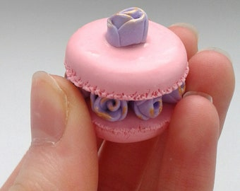 Polymer clay realistic Rose macaroon