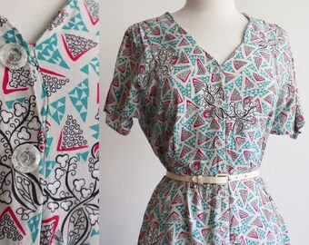 Vintage 1940's / Cold rayon abstract floral novelty print day dress with lucite buttons / size medium