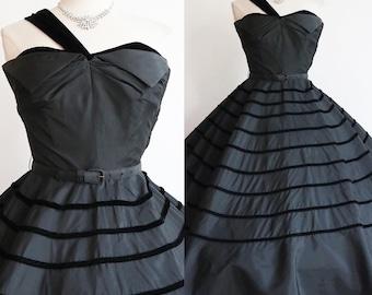 Vintage 1940s | Small | New Look black taffeta and velvet party dress.