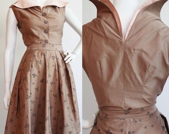 Vintage 1940s | small | Unique polished cotton summer set with dramatic collar and neckline