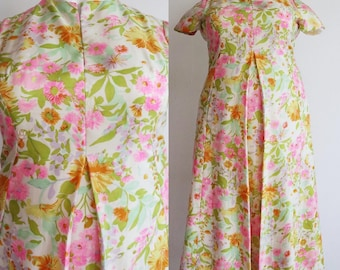 Vintage 1960s-1970s | XXL | Volup Top quality silk floral maxi dress with slash pockets and inverted front pleat.