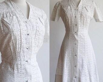 Antique Vintage 1930's   30's crisp white cotton eyelet day dress   women's workwear button front puff sleeves   size m/l