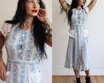 Vintage 1930's 1940's   Blue floral cotton feedsack day dress   30's 40's button front farm dress   size medium