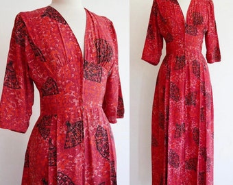 Vintage 1940s | Small/Medium | bright coral rayon fan print dressing gown