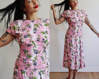 Vintage late 1940's early 1950's | pink floral rayon day dress | 40's novelty print dress padded shoulder | size small-medium