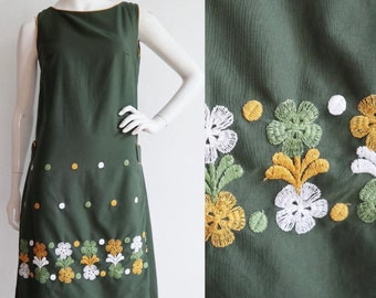 Vintage 1960s | Medium | cotton shift dress with beautiful floral and dot embroidery.