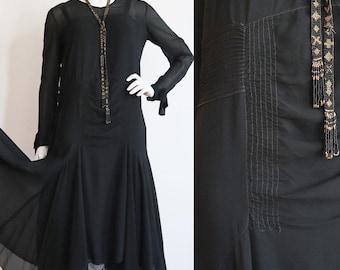 Vintage Antique 1920s | S-M | Flowy silk chiffon flapper dress with Art Deco details.