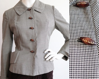 Vintage 1950s | Medium | fitted houndstooth blazer with wooden football buttons.