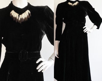 Vintage 1940s | S-M | Deadly silk velvet dress with massive sleeves and ermine tail neckline by Paul Sachs.
