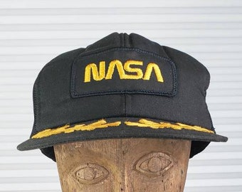 1cba100aa1419 RARE Vintage 90 s NASA Snapback Hat With Golden Feathers On The Brim.  Yupoong Brand. Stylish Space Program Hat. Historical Piece.