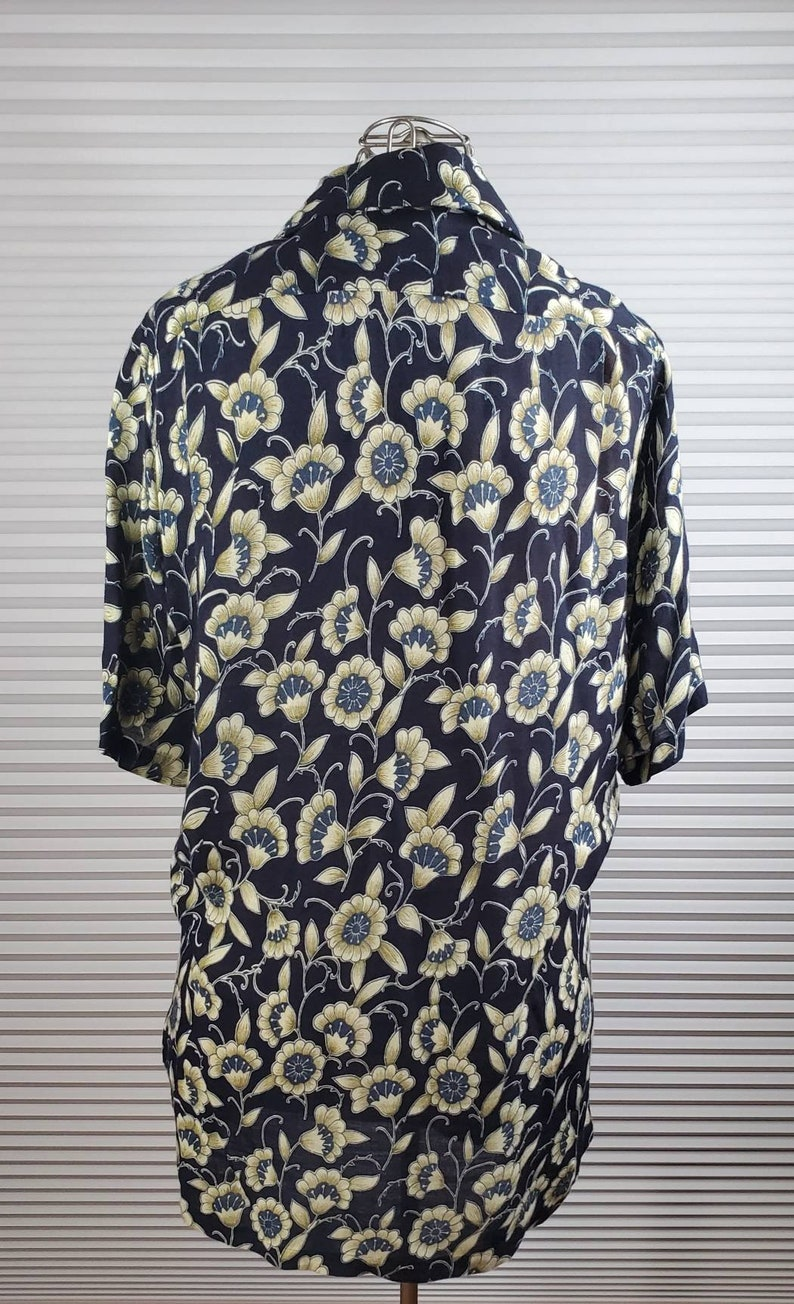CNYTTAN Listed on Tag Perfect Spring Shirt. Made in Japan Soft Material MEDIUM Insanely Epic Floral Design Shirt