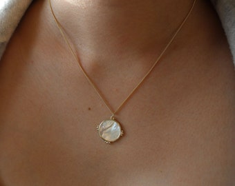 Pearl Pendant Necklace, Mother of Pearl Charm Necklace, Shell Necklace, Gold Pearl Circle Pendant Necklace, Pearl Medallion Necklace