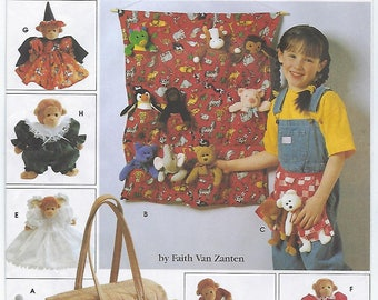 """Simplicity 7695 - Tote Organizers, Apron, Sleeping Bag & Clothes for 9"""" Bean Bag Animals"""