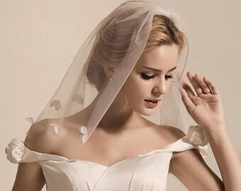 Shoulder-length 3D floral beaded veil