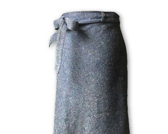 Beautiful blue woollen, vintage midi skirt.  Approx 10-12