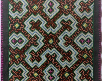 """AUTHENTIC SHIPIBO Ceremonial cloth  Xao Kene ancestral information inspired on AYAHUASCA vision hand embroidered 10.5""""x13""""  49.5cmx33.3cm"""