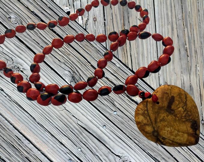 Abrete Corazón PALO SANTO  Heart pendant necklace handmade with Amazonian seeds Huayruro